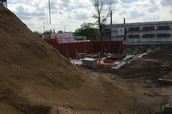 Schalungen für die Kellerwände des Green Office Building Osnabrück werden aufgebaut