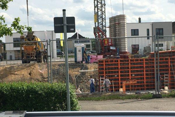 Kaum stehen Sie wird auch schon der nächste Beton geliefert um frisch verbaut zu werden - es geht voran: das Green Office Building Osnabrück wächst!