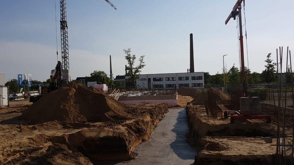 Hier sind die Fundamente für den rechten Gebäude Flügel zu sehen. Dieser wird nicht unterkellert.