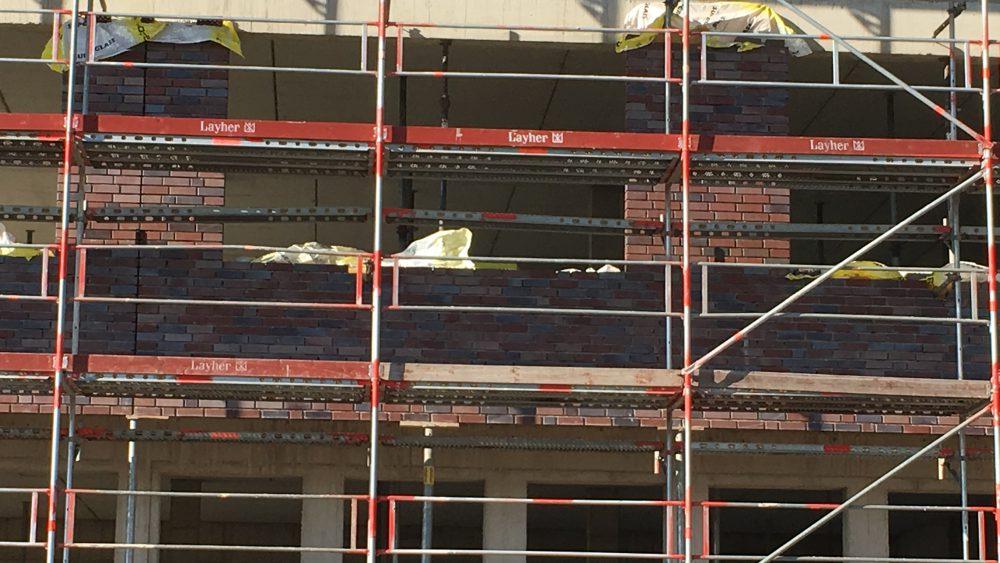 Green Office Building Osnabrück - Klinkerarbeiten sind im Gang